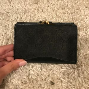 Black vintage GUCCI wallet!